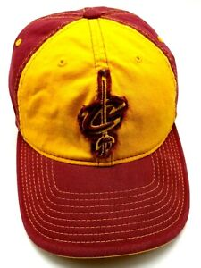 CLEVELAND CAVALIERS red / crimson & gold fitted cap / hat - size L / XL