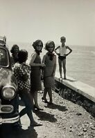 Bombay India 1960's Women Old Car Boy  Picture Snapshot Old Photo Vintage