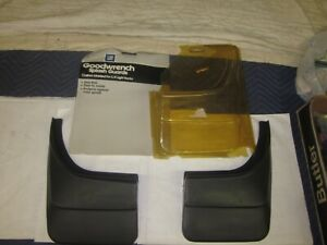 NOS 1988-2000 Chevy GMC Truck Blazer Tahoe Suburban GM Splash Guards 12343415