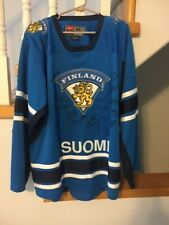 FINLAND 2010 World Junior Championship - team autographed jersey - Awesome !