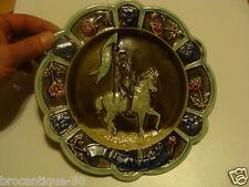 assiette barbotine ancienne a decor de jeanne d'arc