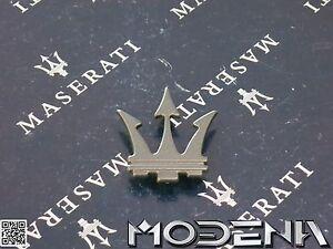 Maserati Emblem Dreizack Tridente C-Säule grau schwarz black Biturbo Ghibli 224