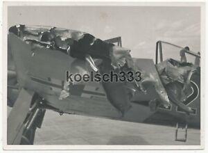 Foto Focke Wulf Fw 190 Rammjäger Flugzeug nach dem Einsatz schwer beschädigt !