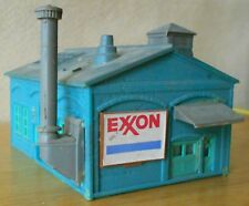 N scale building Life-Like 7408 factory turquoise with gray roof excellent