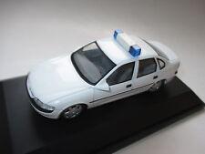 OPEL vectra B berline saloon utilisation véhicule alarme car, schuco en 1:43 en boîte!
