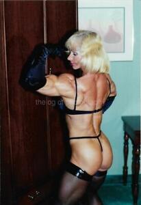 PRETTY WOMAN 80's 90's FOUND PHOTO Color MUSCLE GIRL Original EN 17 8 R
