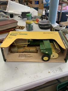 ERTL John Deere baler 1/16 scale  w/box 1980's #585