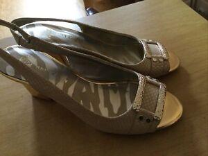 Ladies Size 6M Anne Klein Shoes Gold Mix Shoes