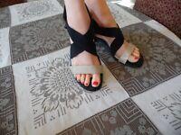 Tahari Black/Beige Leather/Elastic Strap Block Heel Sandals Size 9M