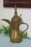 VECCHIA CAFFETTIERA ARABA IN OTTONE DALLAH / PENTOLA BEDUINA H cm 29