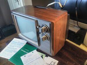 "Vintage 1976 Quasar 12"" COLOR CRT Television TV Wood Grain Retro Gaming"
