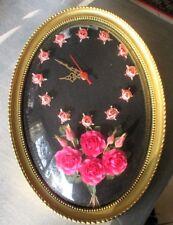 Grande horloge murale vintage fleurs sous verre bombé cadre doré ovale kitsch