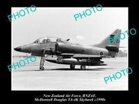 POSTCARD SIZE AVIATION PHOTO OF RNZAF NEW ZEALAND AIR FORCE SKYHAWK JET c1990s
