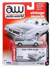 1/64 AUTO WORLD VINTAGE MUSCLE 5B2 1966 Oldsmobile 442 in Silver Mist