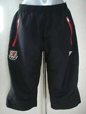 Umbro Wales Black 3/4 Cropped Bench Pants Boys Size Large  NEW
