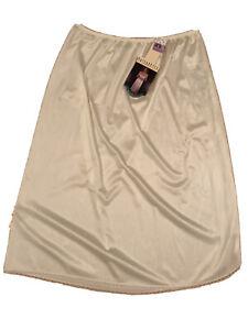 "Vassarette Half Slip Ivory Size XL 28""/44 100% Nylon Style 11-122"