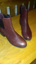 CLARKS NEW MARQUETTE WISH WOMENS BURGUNDY LEATHER ANKLE CHELSEA BOOTS -SIZE 4.5