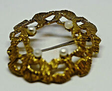 Pretty Vintage Gold Metal Wreath Oval Pearl Design Pin Brooch