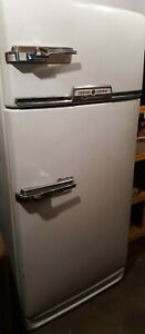Vintage 1950's GE General Electric Refrigerator With Freezer, Still works
