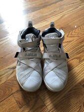 Nike Lebrone James White 6y Sneaker Boys Girls Basketball