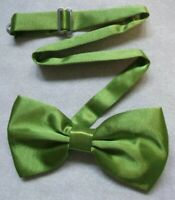 NEW  BOYS PEACOCK GREEN DICKIE BOW TIE MEDIUM TO FIT 7-8 YRS TO 10-11 YRS