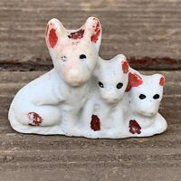 """Miniature Porcelain Dogs Mom & 2 Pups White & Red Unmarked VTG 1-1/8""""H F/S"""