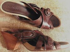 928319aefb0ff WOMENS CLARKS BROWN LEATHER CROSSOVER WEDGE SANDAL SHOES SIZE 7 EU 41