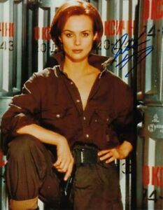 IZABELLA SCORUPCO 007 JAMES BOND AUTHENTIC AUTOGRAPH AS NATALIA IN GOLDENEYE