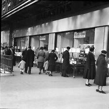PARIS c. 1948 - Commerces Place de la République - Négatif 6 X 6 - P 244