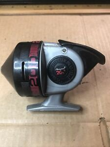 Vintage Shakespeare 200 Star Drag Spincasting Reel Works Great ! See Photo's !