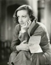 Joan Crawford Happy With A Letter In Hand 8x10 Picture Celebrity Print