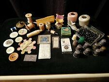 Ancien lot couture, bobines, lettrage, boutons, aiguilles, dés a coudre, etc...