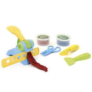 GREEN TOYS Öko Knete Set Knetpresse mit Schere und Messer Knetwerkzeug