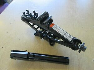 FORD FOCUS ,C MAX MONDEO CAR JACK  GENUINE FORD JACK AND HANDLE, 2011-2020