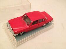 29/  Mercedes 350 SE Schuco Modellauto 1:66 W123 in Feuerwehr rot  /Neu Mint Box