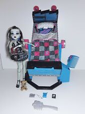 MONSTER HIGH FRANKIE STEIN BASIC 1 + WATZIT + MIRRORBED LIT MIROIR POUPÉE