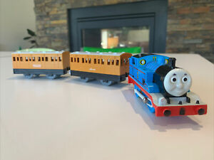 Tomy Trackmaster Plarail Thomas with Annie And Clarabel White Running Plate