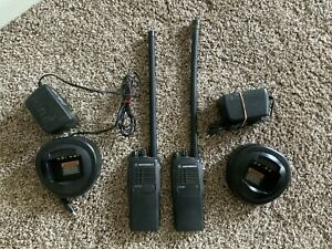 PAIR OF MOTOROLA HT750 LOW BAND 29-42MHz 16 CHANNEL RADIO AAH25BEC9AA3AN CP HT