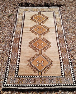 VINTAGE TRADITIONAL HAND MADE PER'SIAN GABBEH RUG WOVEN WITH UNDYED NATURAL WOOL
