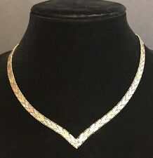 VINTAGE LADIES STERLING SILVER DIAMOND CUT V-SHAPE MADE IN ITALY NECKLACE