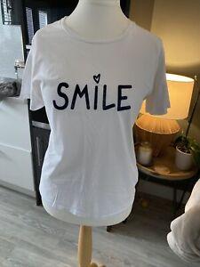 Chinti & Parker White smile Logo T Shirt Size M