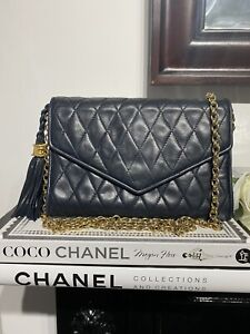 AUTHENTIC CHANEL VINTAGE QUILTED MINI SINGLE FLAP IN NAVY