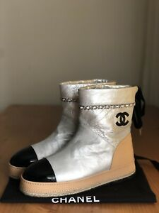Stunning Auth Chanel Silver Beige Leather CC Logo Chain Boots Sz EU 38,5 US 8,5