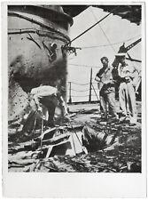 U.S. Kriegsschiff durch japanische Bombe beschädigt. Orig-Pressephoto von 1942