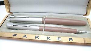 GORGEOUS PARKER 51 AEROMETRIC SET, IN BOX, COCOA, 14K FINE NIB, USA, 1950