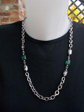Collier en cristal Swarovski vert émeraude à large chaine argentée épuré moderne