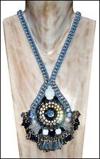 Adorables Couture Dori csengeri estilo espectacular pedrería y prepara collar