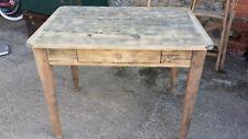 Ancienne petite Table avec un tiroir