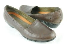CLARKS Un-Structured Slip On Shoes Women 8.5 Brown Leather Heeled Loafer Pump