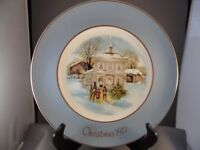 "AVON 1977 CHRISTMAS PLATE ""CAROLLERS IN THE SNOW"" BY ENOCH WEDGWOOD ENGLAND"